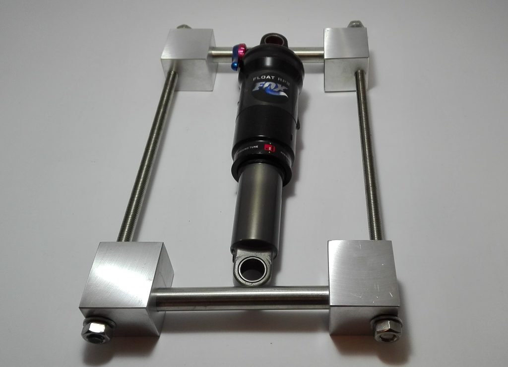 Útil para colocar cuerpo de amortiguador